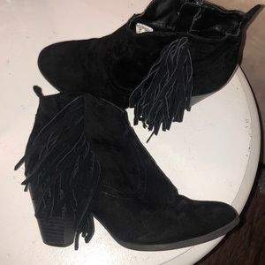Bongo black fringed booties